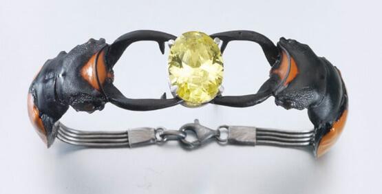 Bartosz Maria Chmielewski – beetles bracelet; Materials: silver, patinated silver, cubic zircon, chitin, epoxy resin